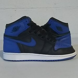 Jordan retro 1 royal blue